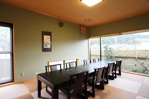 三輪山を眺めながら、ゆったりと過ごせる少人数のグループ利用に最適なお部屋です。